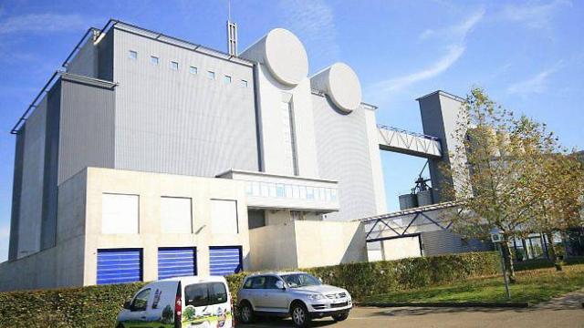 Site de l'entreprise ALIFEL à Loué. Silos de céréales destinés à l'alimentation des volailles de Loué.